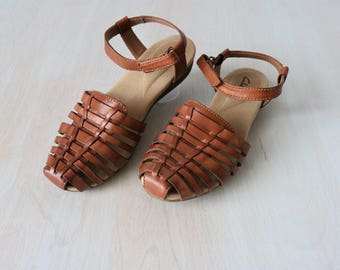 Clarks Sandals / Woven Leather Sandals / 1990s / Huarache Sandals  /Size 6.5