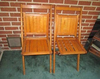 antique sturdy pair of matching wood folding chairs lot no2