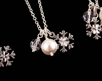 ON SALE Bridesmaid Jewelry Winter Wedding Set of 7 Sterling Silver Snowflake Necklaces