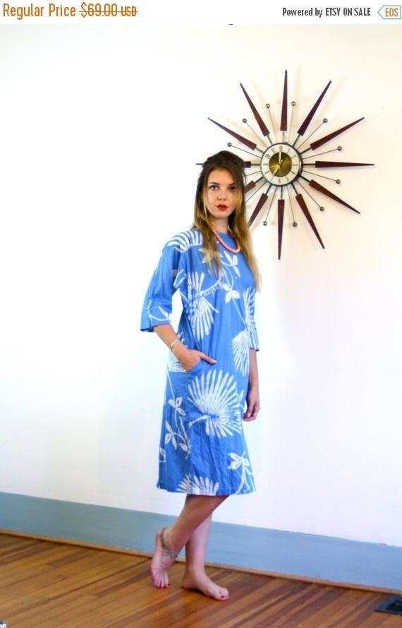 SALE 50% OFF Vintage 70s Blue Batik Hippie Kaftan Cotton Beach Cover Up Tropical Palm Frond Pattern Caftan 1970s Boho Tie Dye Loungewear Mad
