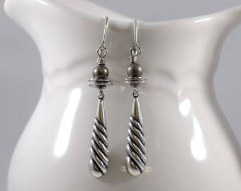Simple Silver Boho Chic Earrings, Silver Earrings, Antique Silver Earrings, Twisted Teardrop Earrings, Boho Earrings,Everyday Earrings, E048