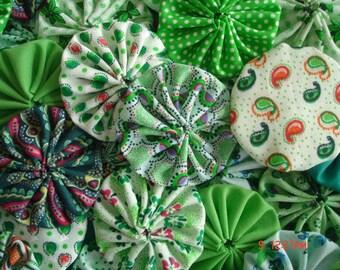 40 Handmade Mixed Green Color Yo Yo Fabric Quilt Applique Pieces Suffolk Puff