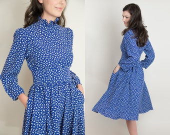 Vintage 1970s Blue Bird Dress - 70s Full Skirt Dress - Ruffle High Neck Dress with Pockets - Ditsy Bird Print - S