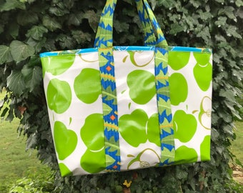 An apple for the teacher large oilcloth tote bag--green