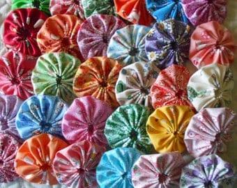 30 - 1930's Feedsack Repro 2  inch Yo Yo Fabric Quilt  Block Embellishment Applique Trim Pieces
