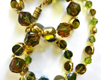 1960s timeless & classy a strand beaded Necklace - brigth green palette and Aurora Borealis glass faceted beads necklace -Art.869/4
