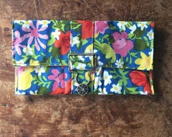 Vintage Flower Green keeper Wallet with overall buckle
