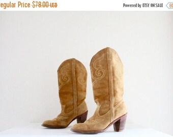 ON SALE 1970's dingo suede cowboy boots / 7