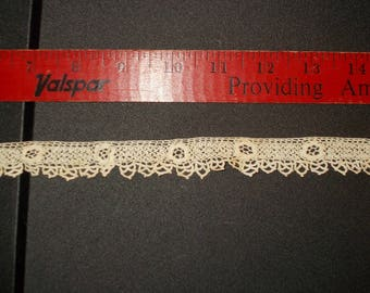 Tatted or Crochet Lace Floral Ecru it is 1 inch wide 1930s