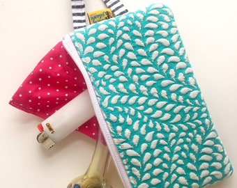 Discreet stash bag : zipper pouch with scent-resistant lining
