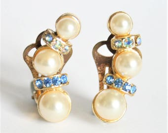 Vintage pearl and crystal earrings.  Clip on earrings. Blue crystal earrings.  Vintage jewellery