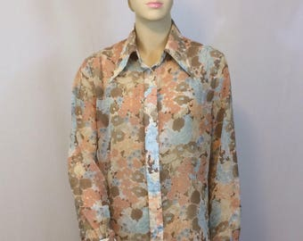 Vintage 1970's Long Sleeved Button Down Blouse // Peach Pink Brown Poly Print with Large Collar // Ladies M