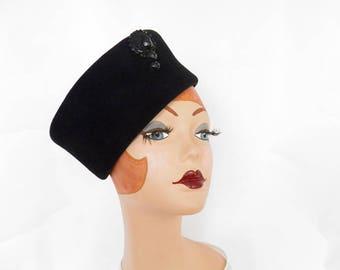 Woman's black hat, vintage 1960s toque, Italy, Roberta Bernays