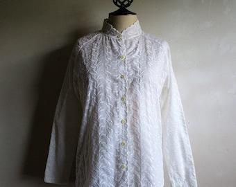 Vintage Anne Klein 70s Shirt White Leaf Embroidered Scallop Womens Designer 1970s Blouse 10