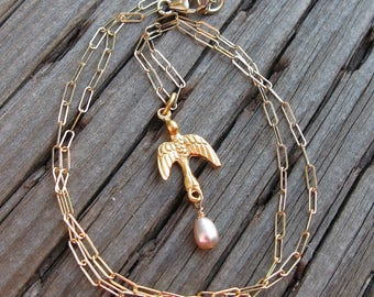 Gold bird necklace with pink pearl