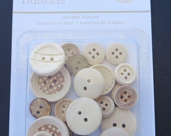 Studio Calico - Wooden Buttons - 24 Pack