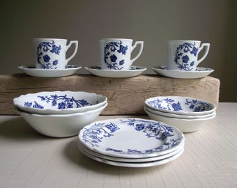 Meakin Windsong Blue Ironstone , Blue and White China , 14 Piece Partial Set , J G Meakin Royal Staffordshire Ironstone , Farmhouse Kitchen