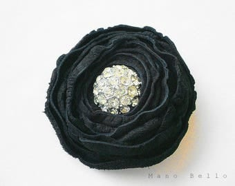 Black flower pin Black wedding brooch Leather flower pin Black flower brooch Boutonniere Dark fashion Vintage button Mother of the bride pin