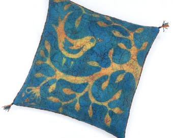"Felted cushion cover, blue and yellow with bird, 50 x 50 cm (19,68"" x 19,68"")"