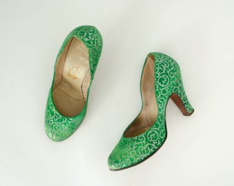 1950s vintage shoes / green and silver silk pumps / QualiCraft / size 6.5