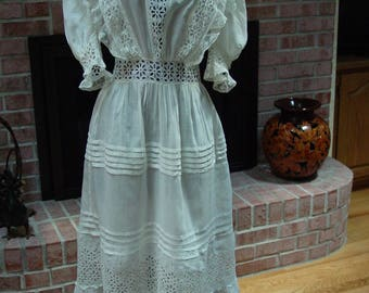 Vintage Antique Victorian Dress Pretty Eyelet and Lac