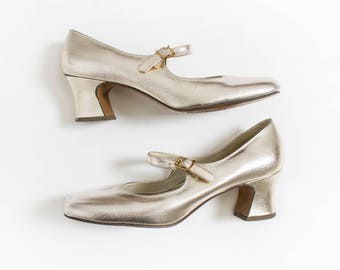 Vintage 1960s Shoes - Silver Metallic FauxLeather Mod Mary Jane Chunky Heels - 5.5