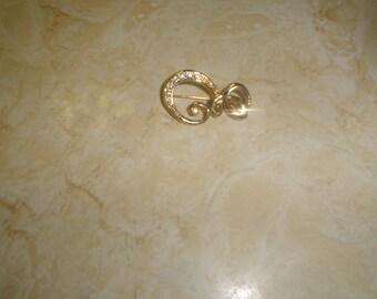vintage pin brooch goldtone scroll rhinestones