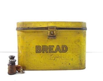 Vintage Metal Bread Box / Kitchen Storage / Rustic Decor