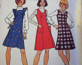 Simplicity 7058, Vintage 70s Pinafore Dress Jumper Pattern with Princess Seams and Flared Skirt. Sz 12 Bust 34