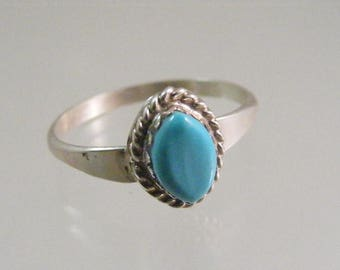 Vintage Southwest Sterling Silver Turquoise Ring.....  Lot 5350