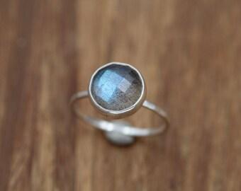 Rose Cut Labradorite Stacking Ring - Hammered Band - Labradorite Silver Ring - Labradorite Stackable Ring - Labradorite Bezel Ring