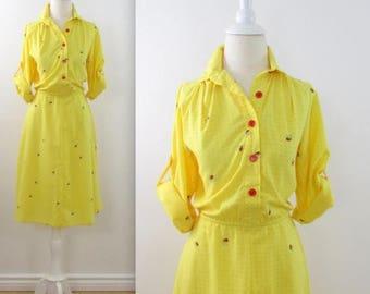 SALE 70s Sunshine Bumblebee Shirt Dress - Vintage 1970s Yellow Printed Shirtwaist Dress in Medium Large