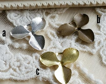 18 mm Antique Bronze / Raw Brass /Silver plated Leaf Pendant Finding (.tm)