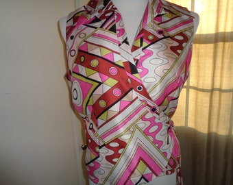 Vintage Silk Wrap Summer Top with Great Graphic Mod Abstract Design, Size 10, In Very Good Condition that can be dressed up or dressed down