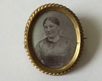 Antique Victorian Photo Brooch, Mourning Photo Woman, Portrait Photo Locket. Memory Jewelry