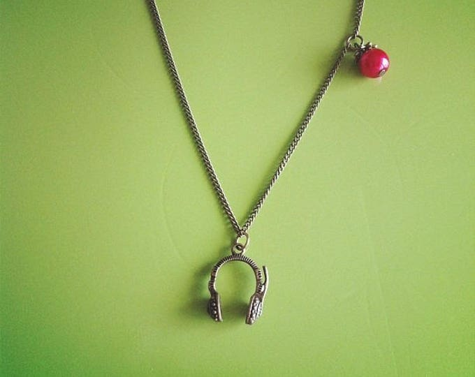 Beat helmet red brass chain necklace