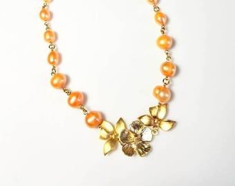 peach freshwater pearl gold pendant necklace flower leaf leaves necklace unique beaded floral nature jewelry gift for her necklace for women