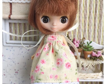 """Petite Blythe / Little Dal Outfit : """"Sweet Roses Dress"""" (Dress)"""