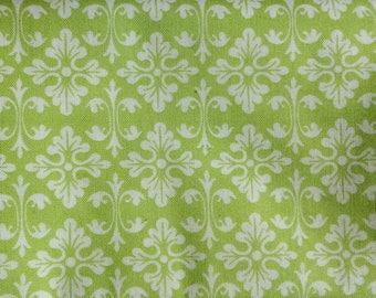 Tissu à motif fleurs baroque vert et blanc