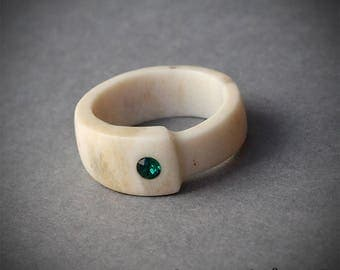 Size 6,5 US handcarved antler ring with inlaid emerald green Swarovski crystal