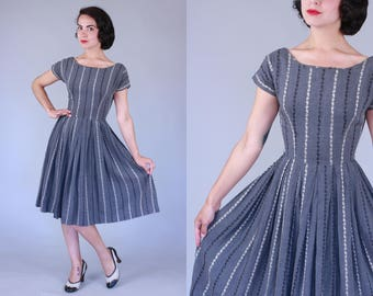 1950s Vita de Vie dress | vintage 50s grey dress with embroidered vine motif | xs