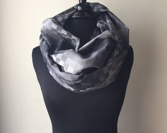 SALE! Gray and White Checkered Geometric Infinity Scarf, Cowl