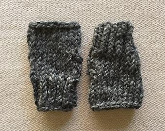 Chunky knit fingerless gloves wristwarmers - charcoal grey gray