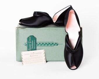NEW IN BOX! Bombshell 1940s Daniel Green Black Skinner Satin Loro Peep Toe Slippers // Size 8 // Never Worn // Boudoir // Pin Up //