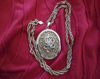 """Sarah Coventry Memory Locket With 24"""" chain"""