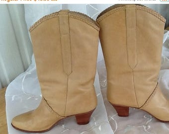 Summer Sale Vintage Dingo Boots, Stacked Heels, Leather, Tan, Size 8 Medium, 70s, Braided Trim, Urban Cowboy, Cute with Jeans