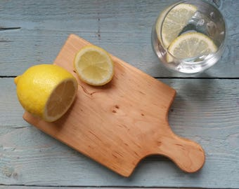 Mini chopping board perfect for the preparation of your Gin and Tonic!  Garlic board, wooden cutting board, cheese board, wood cutting board