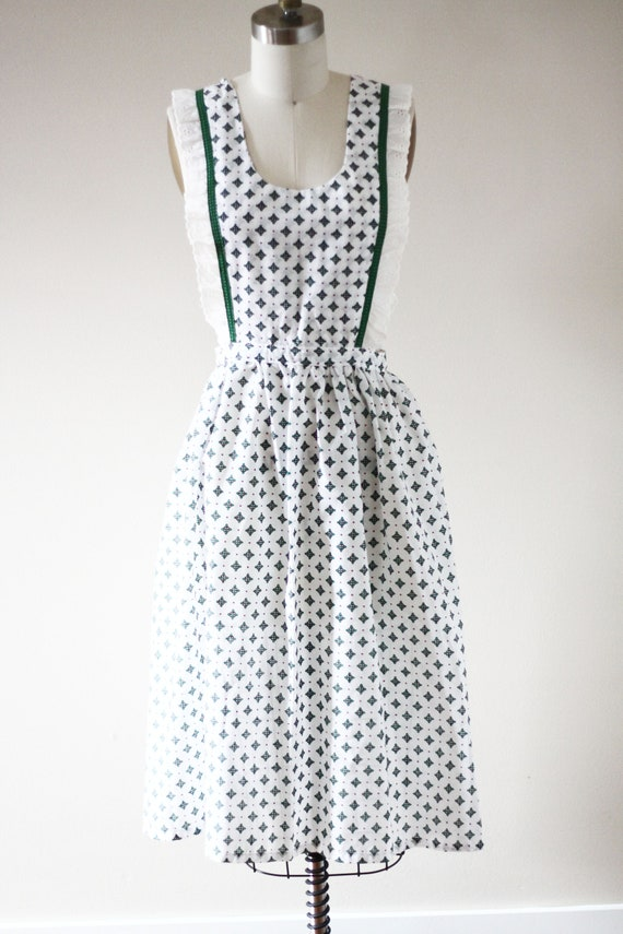 1960s green and white apron // vintage pinafore apron //vintage apron
