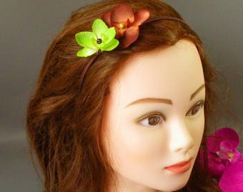 "Headband ""Orchidée"" green and chocolate on chocolate stand"