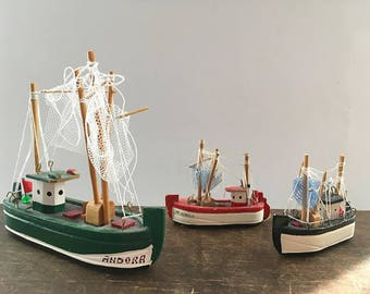 Vintage ship model Tiny Ship Nautical home decor Small wooden ship Miniature ship Sailing boat